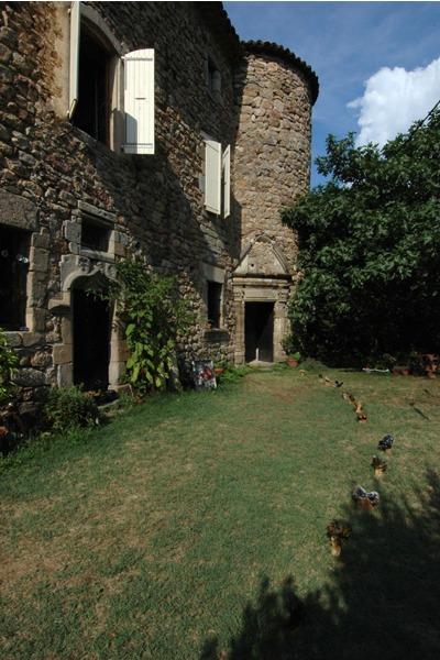 Terrasse avec floraison de grès