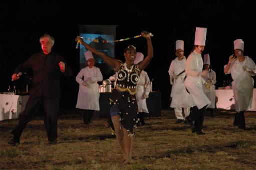 """Miam !"". Séquence danse. Seynabou Teyssier, Yvon Davis."