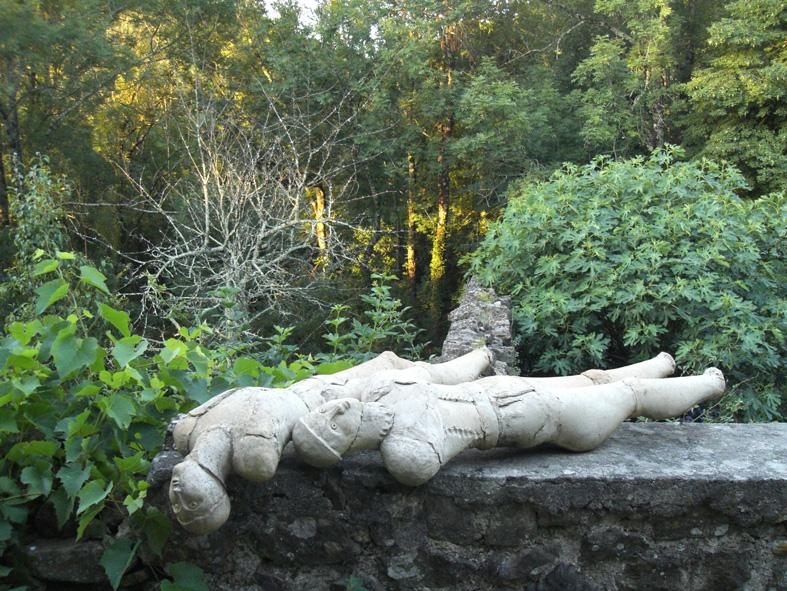 Terrasse avec sculpture de Martine Diersé.