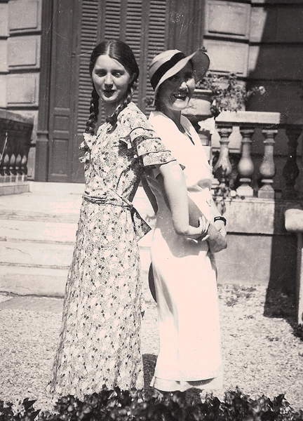 Colette Bonzo à 20 ans, avec sa mère Marthe Cambier, à Paris (photo Jean-Pierre Cambier).
