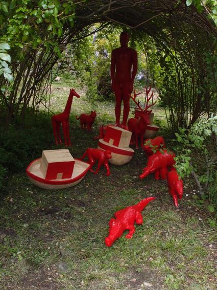 """Sylvie Klein : """"L'Arche de Noë"""", sculpture sur bois peint."""